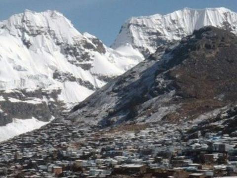 全球海拔最高的城市:3万人忍受缺氧来此定居,为寻黄金一夜暴富