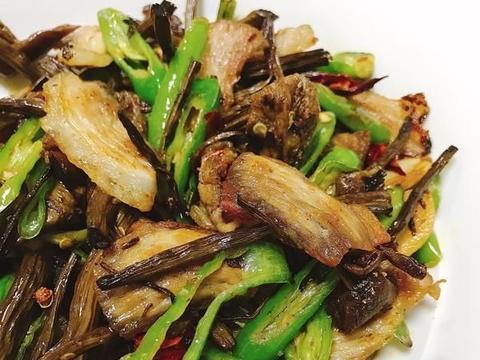 精选美食推荐:胡萝卜炒藕片,五花肉炒茶树菇,红烧排骨的做法
