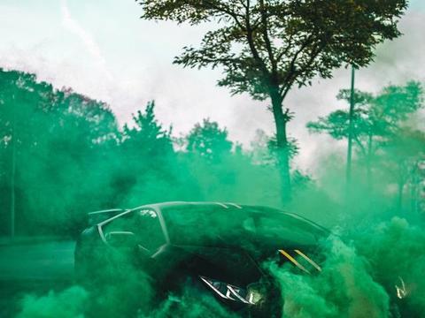 兰博基尼Huracan意境大片,烟雾缭绕的朦胧美!