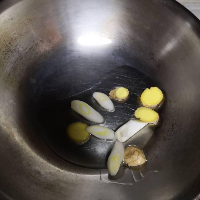 家常酱香胖头鱼,酱香味浓郁,肉质鲜嫩,家里人都爱吃