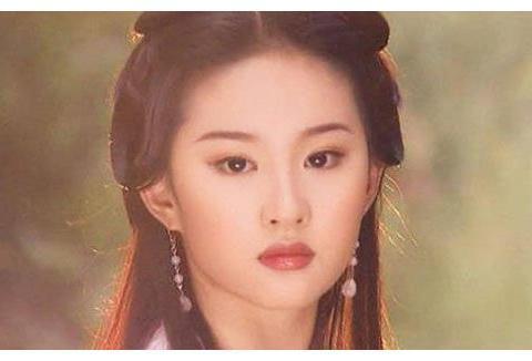 能艳压刘亦菲的人找到了,五官精致美出天际,合影时刘亦菲输惨了
