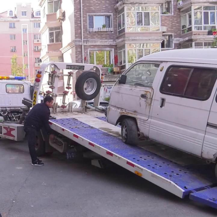 交通大整治:多部门联合 集中清理僵尸车