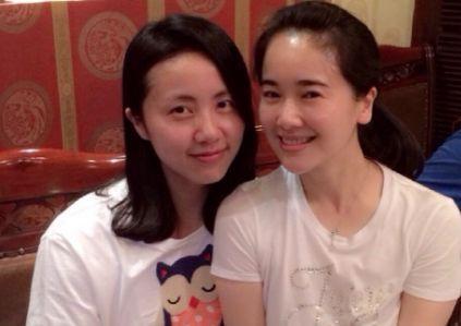 同为40岁辣妈,左小青和黄磊老婆孙莉素颜同框,气质差距有点大
