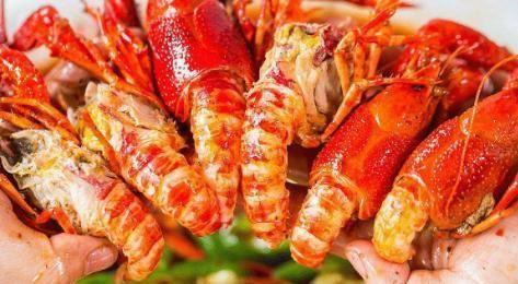 20斤小龙虾能吃到多少肉?小伙剥虾2小时,看到这数字愣住不敢信