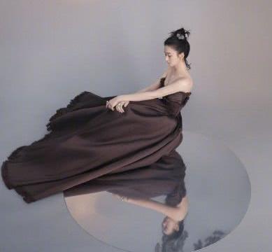 赵丽颖和杨幂,同为辣妈,挑战国风大片,到底谁更有古典韵味?