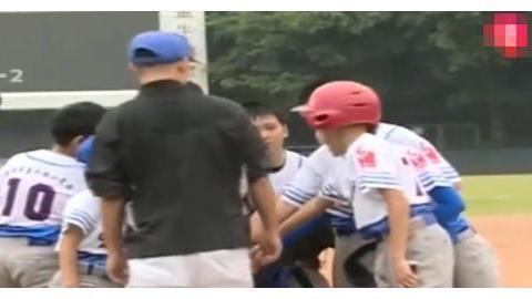 成都中小学生软式棒球赛开打,近千娃娃同场竞技!