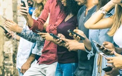 韩国年轻人去戒毒所戒手机 12天强制不能玩手机