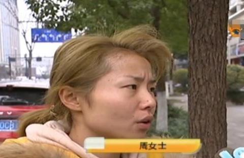女子头发染闷青色,效果不好,理发师修复失败被曝光,但他很生气