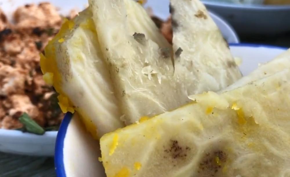 """东北农村常见的大叶蔬菜,原来是白糖的""""本形"""",根茎味道真香甜"""