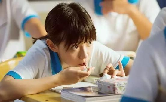 """学生上课偷吃""""成瘾""""的零食,火鞭糖勉强能上榜,图4老师也想吃"""