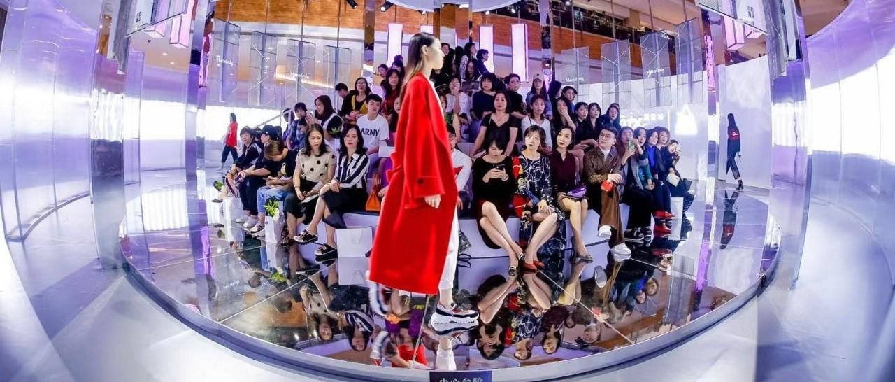 360°环形秀台,maje / sandro 广西首秀,全城潮人云集…南宁万象城今年的时装周也太好看!