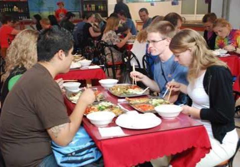 美国小伙在中国生活五年,回国被朋友吐槽,只因这一中国习惯