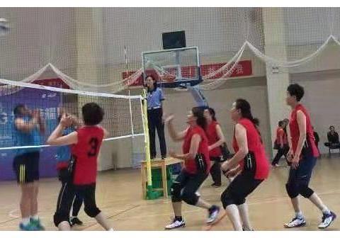 我区组队参加全国老年人气排球系列赛