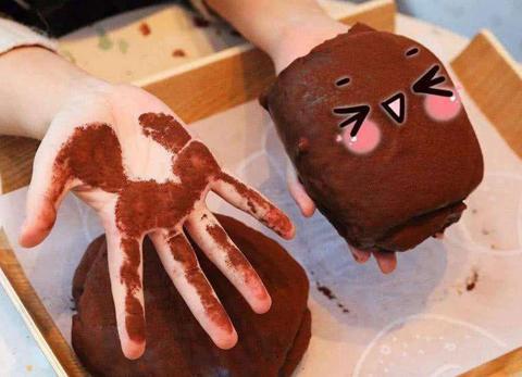 孩子吵着要吃巧克力,家长该顺从还是拒绝?