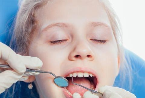 换牙期儿童怎样让牙齿长得整齐?做到这5点,孩子牙齿亮晶晶