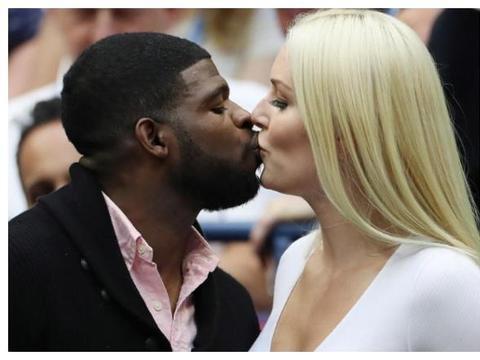近墨者黑?白人滑雪女王与黑人男友交往一年肤色明显泛黑!