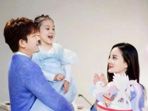 贾乃亮女儿迎7岁生日,李小璐时尚气息爆棚,甜馨穿搭却一言难尽