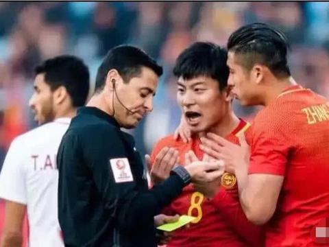 法加尼又黑中国足球恒大也无奈 保利尼奥愤怒 塔利斯卡捶地抗议