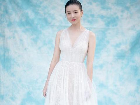 39岁董洁是吃了多少防腐剂?一袭白色纱裙现身,犹如仙女下凡一般