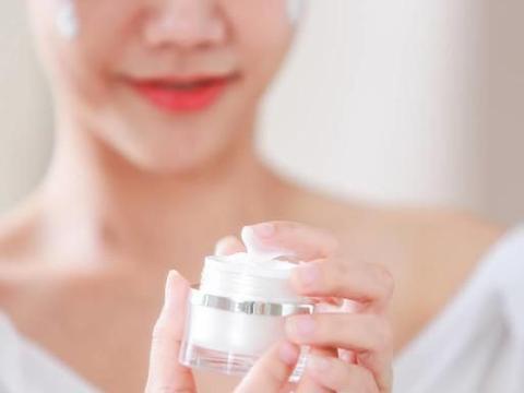 女人别老去美容院,这4款适合秋冬使用的面霜,补水护肤两不误