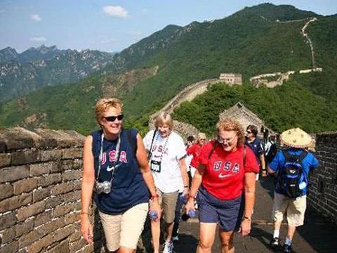 为啥来中国旅游的外国人越来越少了?美国人说了三点!