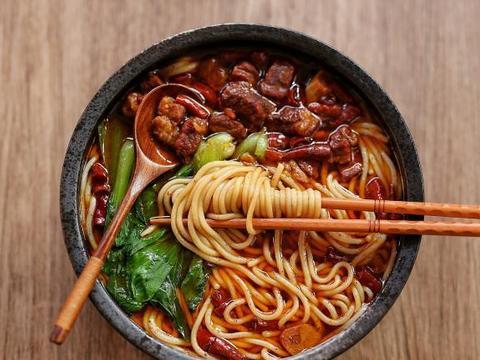 牛肉米线还是自制的好吃,天冷来一碗,浑身热乎不怕冷,真过瘾
