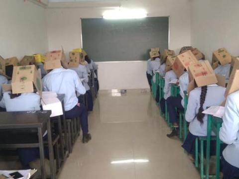反作弊出新招,让学生头戴纸箱考试,有没有人觉得这是在受虐