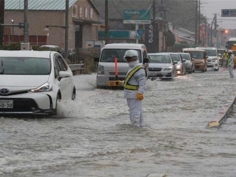 中方卫星图传出不幸消息:日本首都告急,暴雨肆虐还有两股台风!