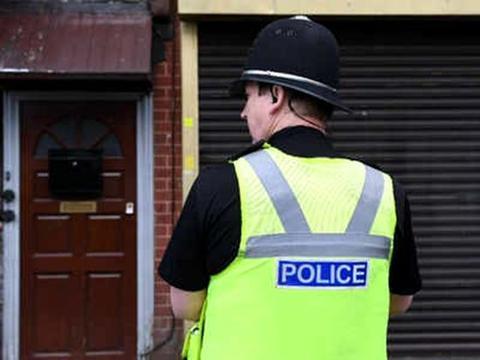 英国一卡车集装箱内发现39具遗体 司机被捕