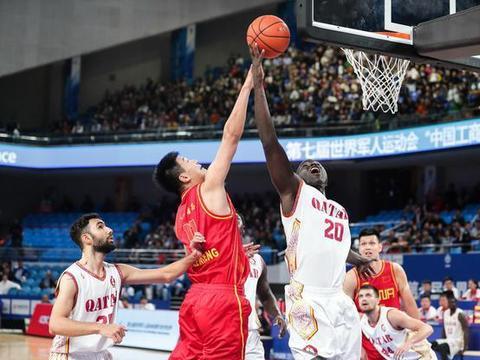 10人得分3人上双,中国八一男篮80比64卡塔尔,4战全胜晋级半决赛