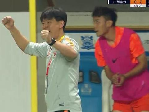 2-0,上港赢球却意外让鲁能获1坏消息,李霄鹏需全力争夺足协杯了