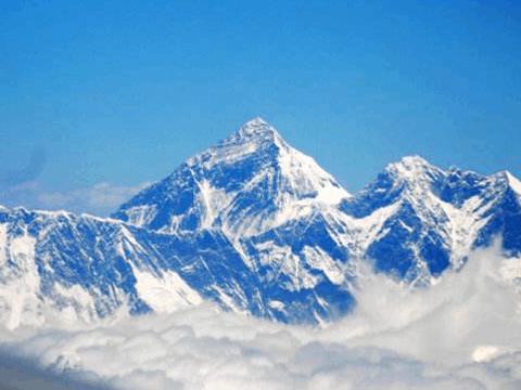 珠峰成为世界最高的垃圾堆,尼泊尔人却把它们当宝贝,太神奇了