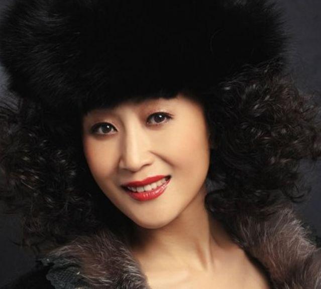 张艺谋抢她,陈道明最欣赏她,无婚姻无丈夫,一生献给电视剧