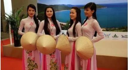 """中国人去越南游玩,美女会问""""要不要生菜"""",导游:赶紧离开"""