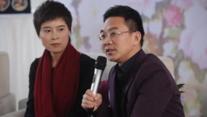 原央视《新闻联播》主持人郎永淳,出狱后发福明显,妻子抗癌成功