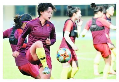 中国女足今晨出征世界杯