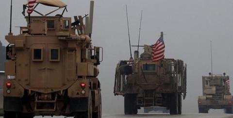 美军车队被叙军拦住,避孕套红酒散落一地
