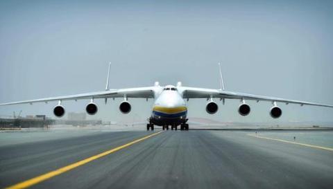 全球飞机都没它大,一次运货量超过250吨,相当于三架C17运输机