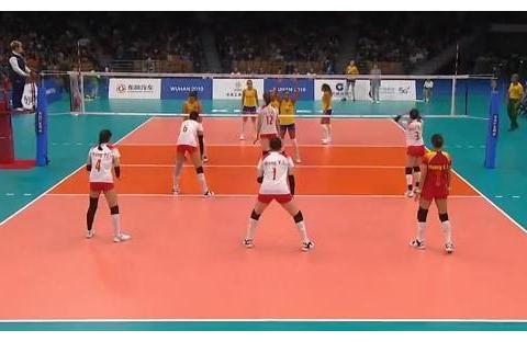 中国女排1-3惨败巴西!球迷严重质疑错用一人,不是袁心玥李盈莹