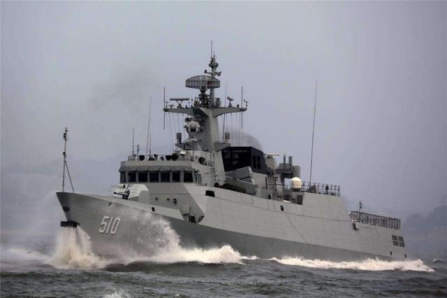 056武器配置有了新变化,高射速重机枪登舰,这火力够用吗?