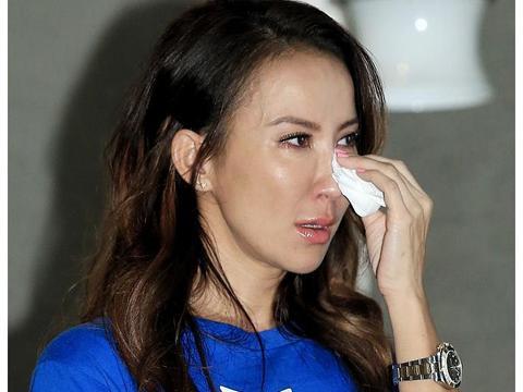 44岁李玟近照曝光,出席活动分享往事几度哽咽,身材消瘦脸部僵硬