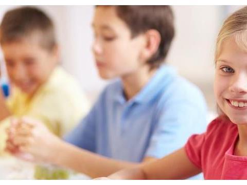 还在对孩子实施专制教育?心理学:教育孩子要建立在爱和尊重之上