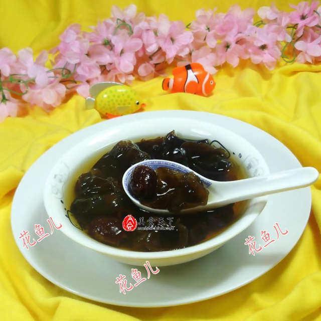 红枣黑木耳汤,补血养颜清肺,口感甜甜的味道很好喝