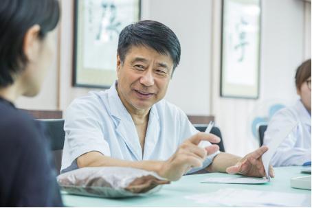 星期四晚著名上海中医药大学何裕民教授坐镇《x诊所》