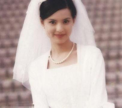 小龙女李若彤拍婚纱照,只为完成妈妈心愿,网友直呼:过儿快来
