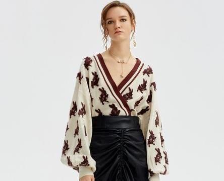 秋冬季毛衣走起,宽松毛衣搭配什么裤子