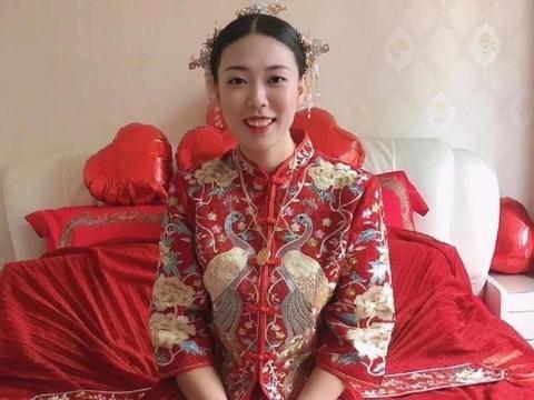 女排前国手杨舟大婚 中式红色婚服让其更动人 丈夫也是体育人