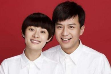 夫妻拍摄结婚证件照,多是红底白衬衫,为何他的却是红底黑衬衫?