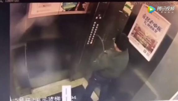 """7岁男童电梯小便导致""""坠井""""重伤,网友却说:活该,熊孩子"""