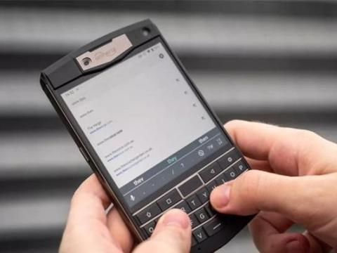 我见过最完美的键盘手机,比黑莓都好用,续航超强7天不用充电!
